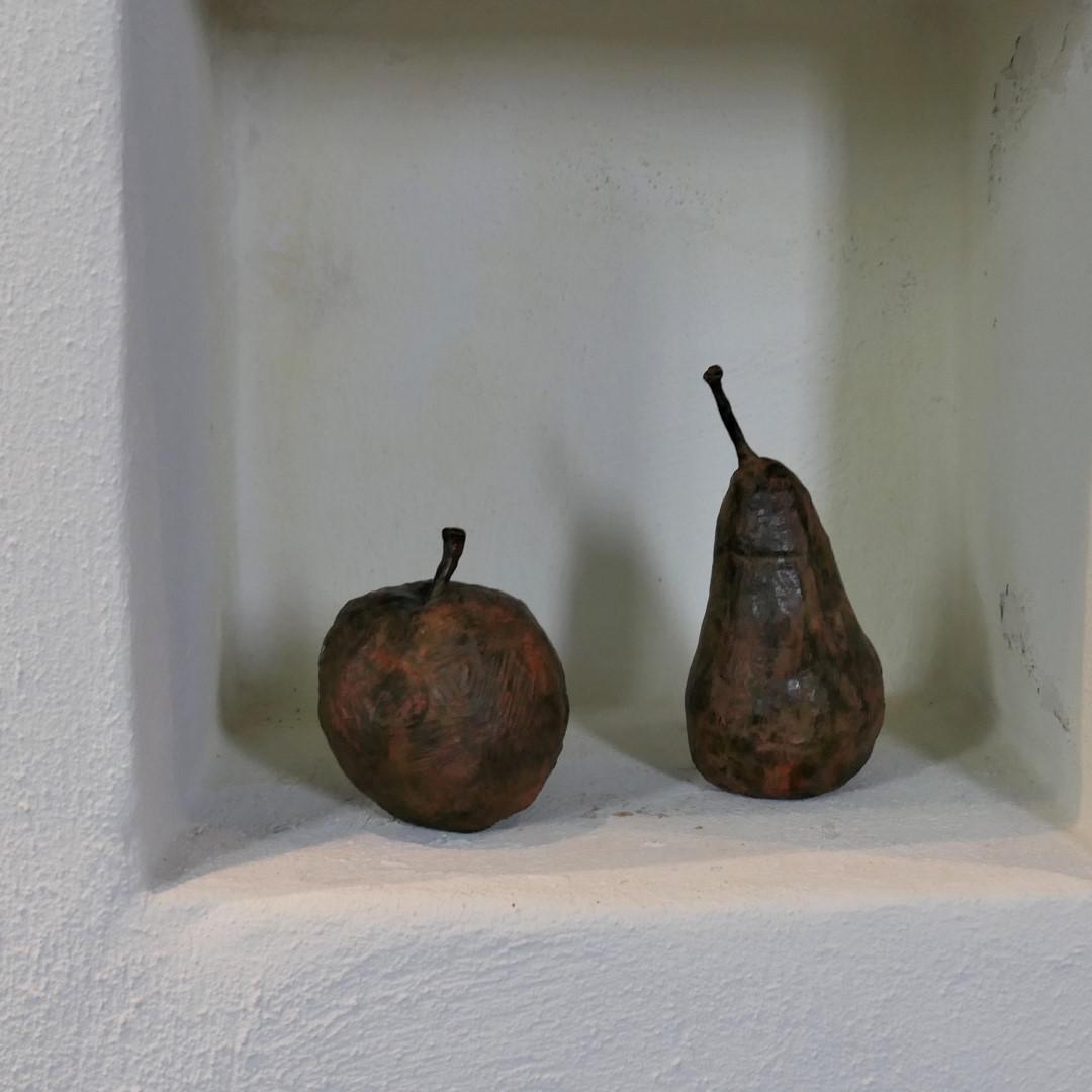 bronzen appel en peer